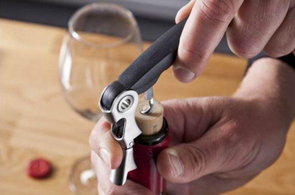 Otvárač na víno čašnícky s dvojitým kĺbom