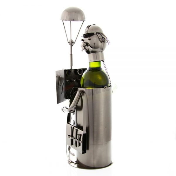 Kovový stojan na víno s motívom Elektrikár s lamopou, Promitor Vinorum | regioWine