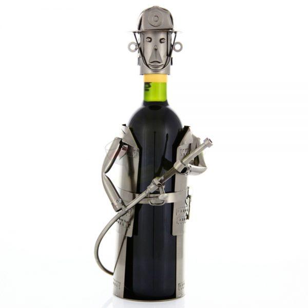Kovový stojan na víno s motívom Hasič, Promitor Vinorum | regioWine
